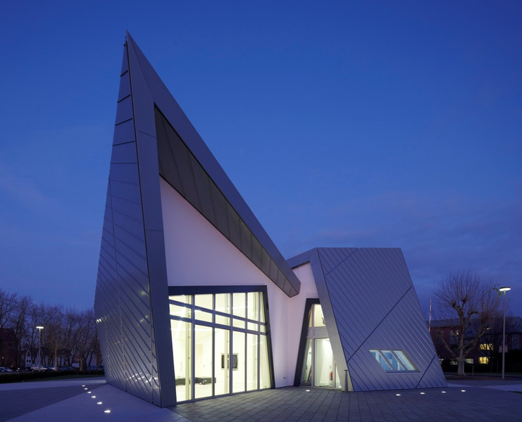 Innovative villa for sale worldwide daniel libeskind for Daniel libeskind architectural style
