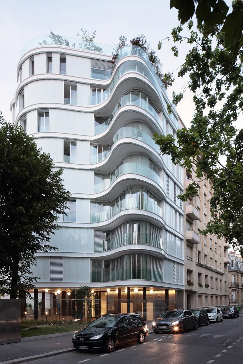 Ecdm designs a wavy elevation of apartment building in paris for Apartment complex designs