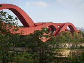 Wavy Lucky Knot bridge in China by NEXT Architects